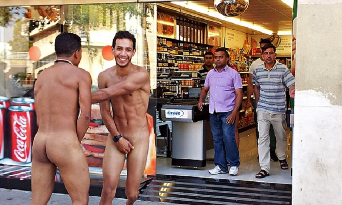 barcelona toeristen fouten 5 common mistakes tourists make in barcelona 5 common mistakes tourists make in Barcelona common mistakes naked italians