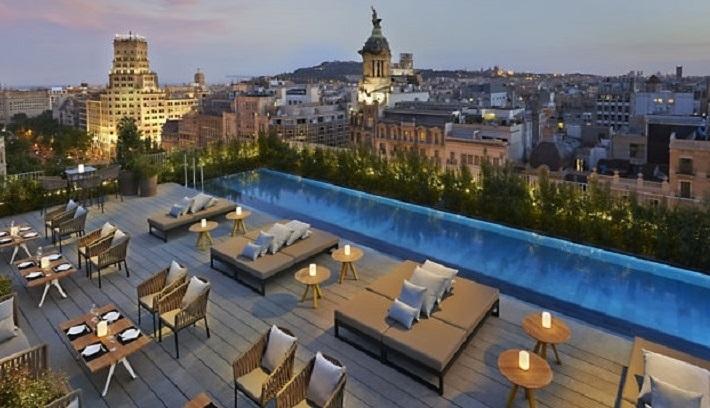 dingen om te doen in Barcelona hotel terrace Mandarin