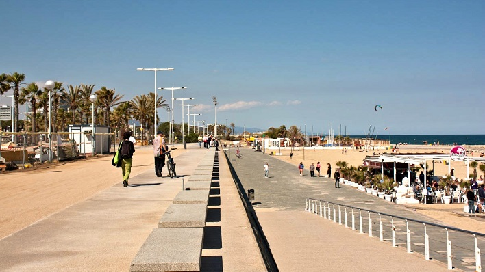 barcelona top 5 things to do bogatell beach