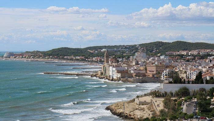 Barcelona things to do in February sitges
